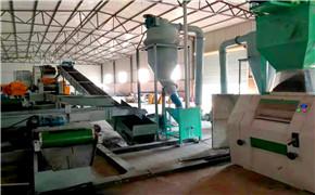 英國客戶(hu)考察輪胎膠粉設備